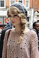 taylor swift pink sweater 05