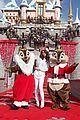 selena gomez disneyland parade 07