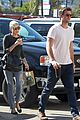 miley cyrus liam hemsworth starbucks stop 08