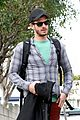 andrew garfield plaid friend walk 03