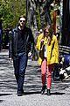 elizabeth soho stroll with boyd holbrook 09