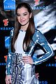 hailee steinfeld asa butterfield summit comic con party pair 05