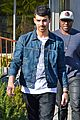joe jonas lemonade cafe lunch 09