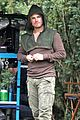 stephen amell dons wig arrow filming 04