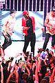 jason derulo jordin sparks get cozy on stage 30
