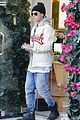justin bieber attracts a mob of fans while out shopping 01
