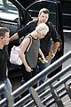 miley cyrus arrives amsterdam last bangerz tour stop 02