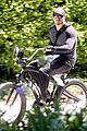 kellan lutz bikes around venice beach 03