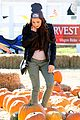kelli berglund picking pumpkins 01