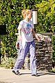 iggy azalea checks mail in comfy pjs 17