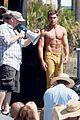 zac efron robert de niro have shirtless contest on set 10