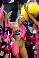 miley cyrus mtv vmas 2015 performance 03