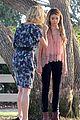sarah hyland julie bowen hide tree modfam filming 12