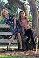 sarah hyland julie bowen hide tree modfam filming 16