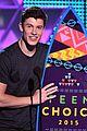 shawn mendes wins 2015 teen choice awards 01