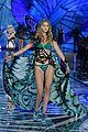 kendall jenner gigi hadid victorias secret fashion show 2015 24