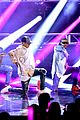 justin bieber amas 2015 performance in rain 20