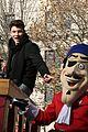shawn mendes sofia carson thanksgiving day parade 12