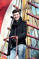 shawn mendes sofia carson thanksgiving day parade 15