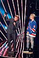justin bieber wins male artist of the year 2016 iheart radio awards 08