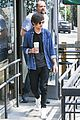 louis tomlinson fan friendly getting coffee 12