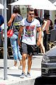 joe jonas grabs lunch with model pal juliana herz 18