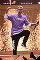 justin bieber flashes his abs during paris concert 03