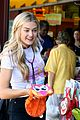 lindsay arnold shopping farmers market husband 04