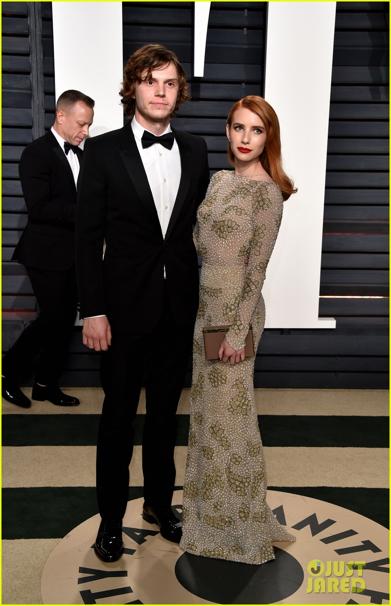 Emma Roberts Her Fianc Are Couples Goals At The Vanity Fair Oscars Party 2017 Photo 1071916 2017 Oscars Parties Emma Roberts Evan Peters Oscars Pictures Just Jared Jr
