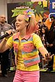 jojo siwa keeps it coloful while hanging with fans at vidcon 2018 10