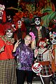 jojo siwa gets surrounded by spooks at knotts scary farm10