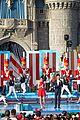 disney christmas parade pics full lineup 40