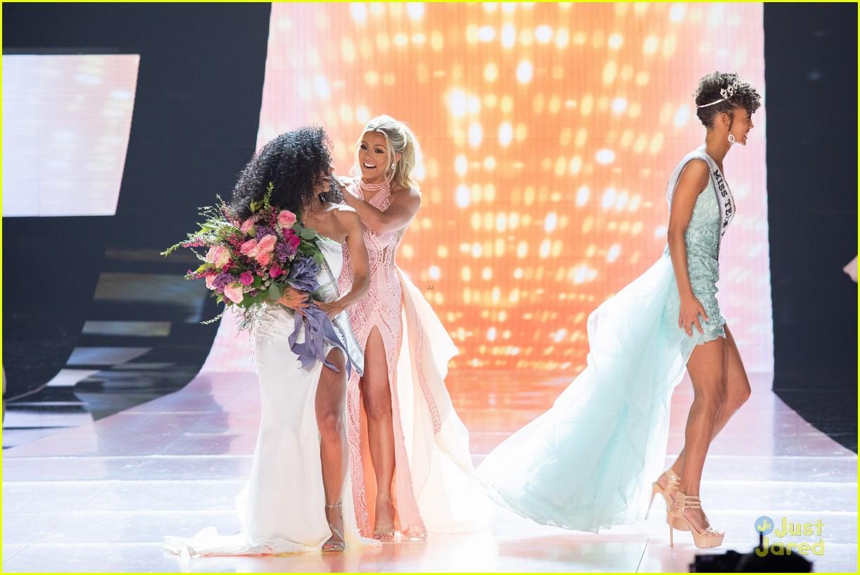 cheslie kryst, top 10 de miss universe 2019. - Página 2 Kaliegh-garris-curls-talk-miss-usa-09
