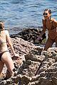 bella hadid gigi hadid wrestle in bikinis 75