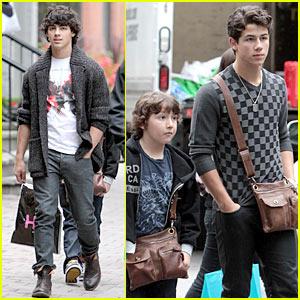 Jonas Brothers: Eat Fresh, Live Green