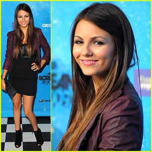 Victoria Justice is Scream Award Stunning