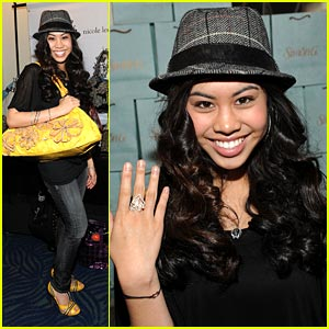 Ashley Argota is AMA-zing