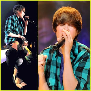 Justin Bieber Breaks Foot; Gets Piggyback Ride From Security