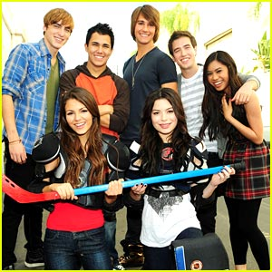 Miranda Cosgrove & Victoria Justice To Big Time Rush: Welcome To Nick!