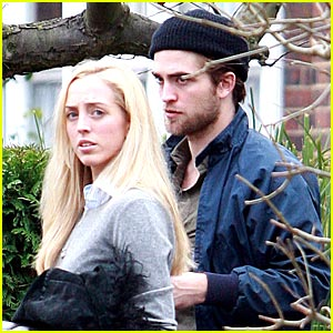 Robert Pattinson Strolls with Sister