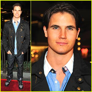 Spend A Day with Robbie Amell!