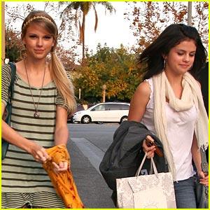 Taylor Swift & Selena Gomez: Mozza Mates