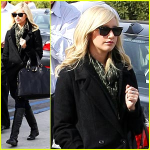 Ashley Tisdale: Meeting At Mo's