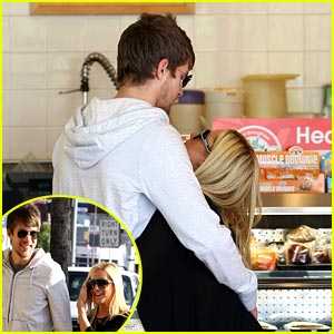 Ashley Tisdale & Scott Speer: Robek's Juice Jubilant