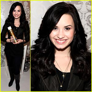 Demi Lovato is HBO Luxury Lounge Lovely