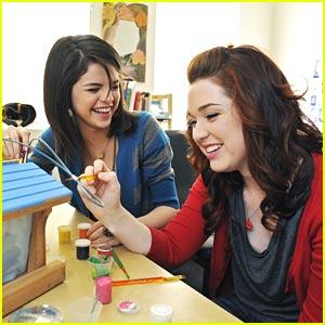 Selena Gomez & Jennifer Stone: Bird House Buddies