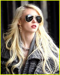 Taylor Momsen Gets Warped