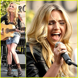 Katelyn Tarver is Grove Gorgeous