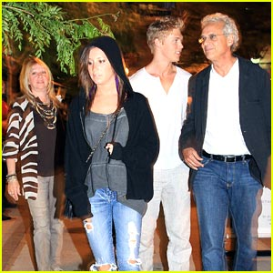 Ashley Tisdale & Austin Butler: Dinner Duo