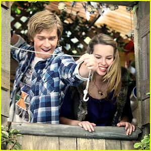 Bridgit Mendler & Jason Dolley: Treetop Trouble
